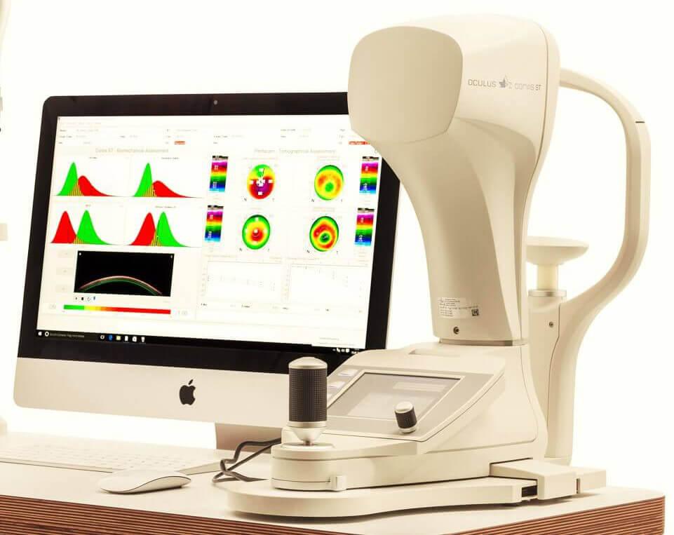 Elastizitätsmessung der Hornhaut mit einem Corvis Gerät, zu sehen ist auch das Messprotokoll.