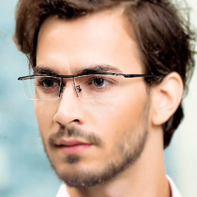 Mann mit Brille - Männer sind bei PMD häufiger betroffen als Frauen